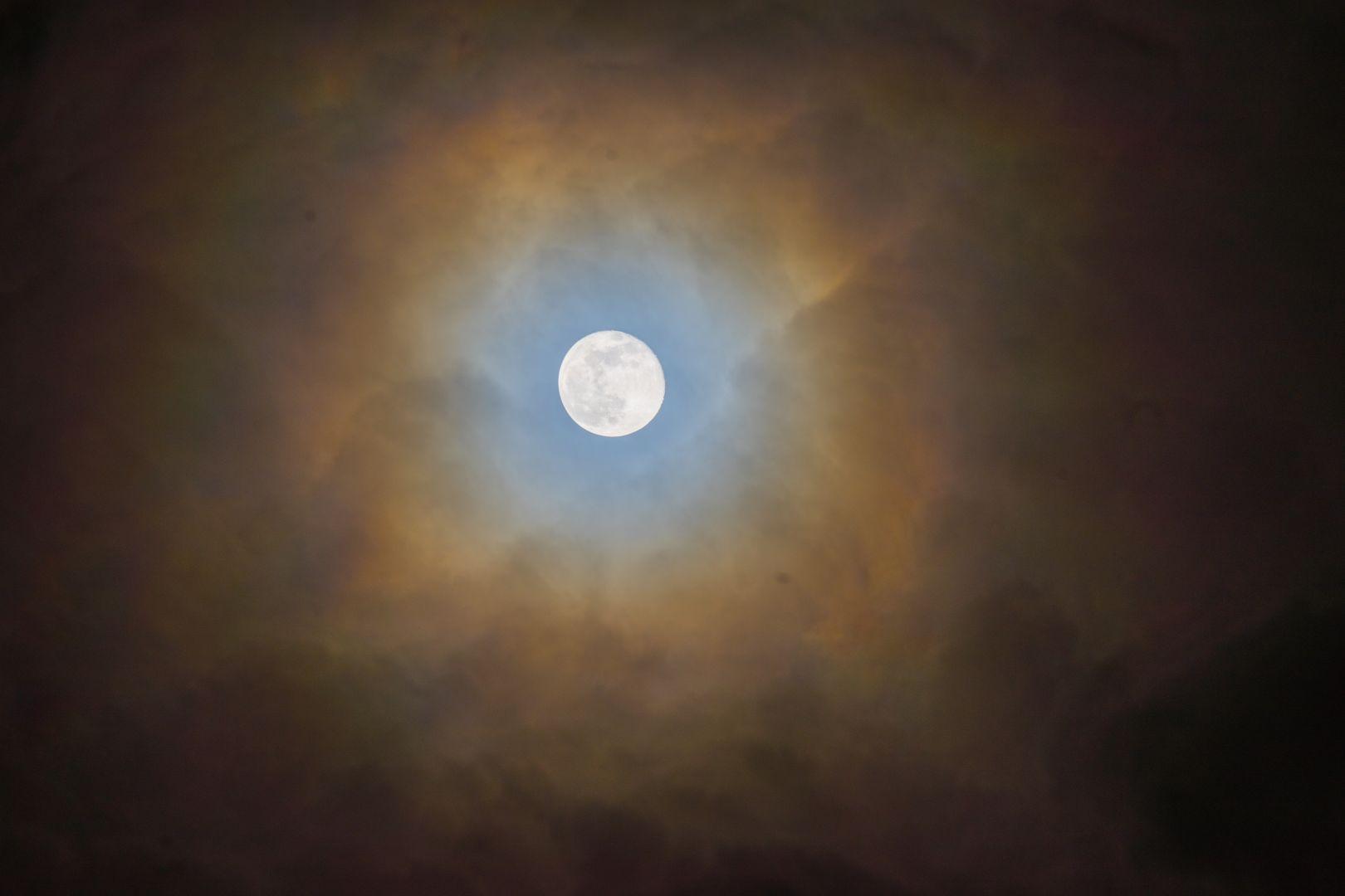 Mond mit Halo.jpg